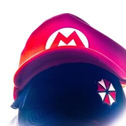 Pues casi sin habernos enterado ya estamos en plena primavera y poco a poco volvemos a sentir el sol en nuestras cocorotas!!!. No olvidéis poneros una gorra que tanto tiempo sin disfrutar del sol nos vamos a quemar las cabezas!!!. Vosotros de que sois más, de Mario o de Resident Evil??? Os leemos en los comentarios. -------------------------------------------------------------------------------------------------------------- #percalandia #tiendaonline #supermario #residentevil #nintendo #racooncity #gorras #instagamer #gammercommunity #somosgamers #yafaltamenos #todovaasalirbien #percafamily